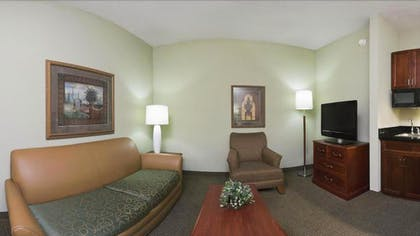 Living Area | Holiday Inn University of Memphis All Suite