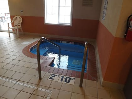 Pool | GrandStay Residential Suites - Madison East