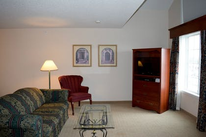 Living Area | GrandStay Residential Suites - Madison East