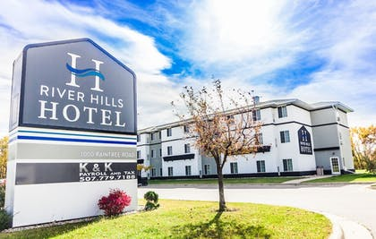 Featured Image | River Hills Hotel
