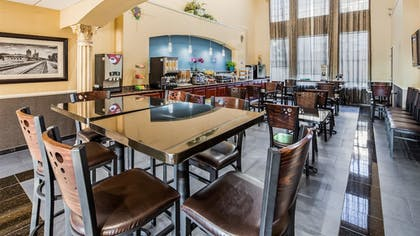 Breakfast Area | Best Western Plus Cutting Horse Inn & Suites