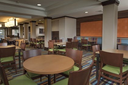 Restaurant | Fairfield Inn & Suites Charleston North/University Area