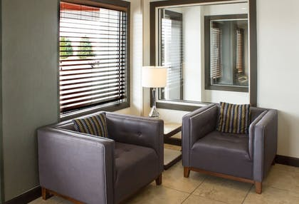 Lobby Sitting Area | Best Western Toledo South Maumee