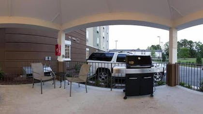 BBQ/Picnic Area | Candlewood Suites New Bern