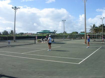 Tennis Court | Skipjack Resort Suites & Marina