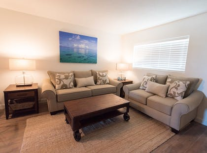 Living Room | Skipjack Resort Suites & Marina