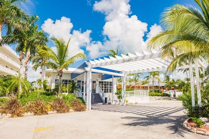 Hotel Entrance | Skipjack Resort Suites & Marina