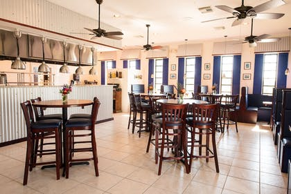 Restaurant | Skipjack Resort Suites & Marina