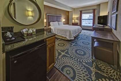Guestroom | Hampton Inn & Suites Austin-Downtown/Convention Center