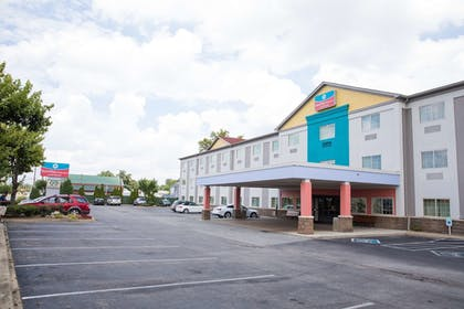 Exterior | SureStay Plus by Best Western Louisville Airport Expo