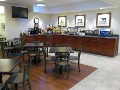Restaurant | SureStay Plus by Best Western Louisville Airport Expo