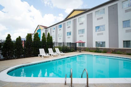 Outdoor Pool   SureStay Plus by Best Western Louisville Airport Expo