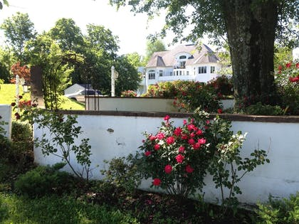 Property Grounds | The Columbia Inn at Peralynna Manor