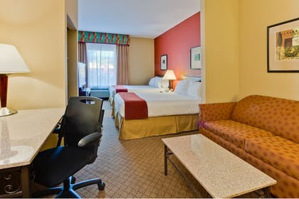 Guestroom | Holiday Inn Express Hotel & Suites Tampa Northwest - Oldsmar