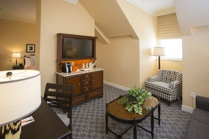 Living Area | The Atherton Hotel At OSU