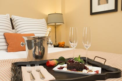 Room Service - Dining | The Atherton Hotel At OSU