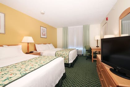 Guestroom | Fairfield Inn and Suites by Marriott Wheeling St Clairsville
