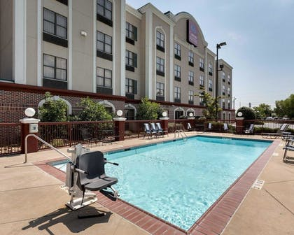 Pool | Comfort Suites Southaven I-55