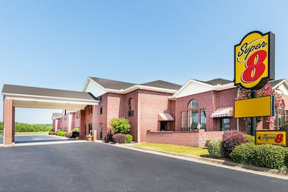 Front of Property | Super 8 by Wyndham Searcy AR