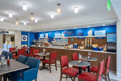 Restaurant | Holiday Inn Express & Suites Lake Forest