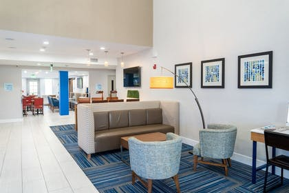 Lobby Sitting Area | Holiday Inn Express & Suites Lake Forest