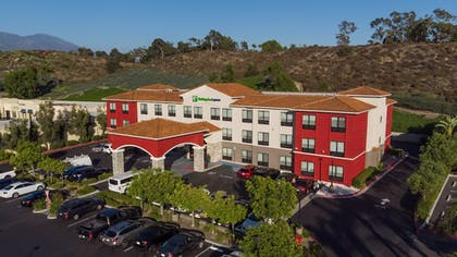 Featured Image | Holiday Inn Express & Suites Lake Forest
