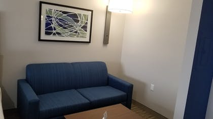 Guestroom | Holiday Inn Express & Suites Lake Forest