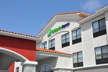 Exterior | Holiday Inn Express & Suites Lake Forest