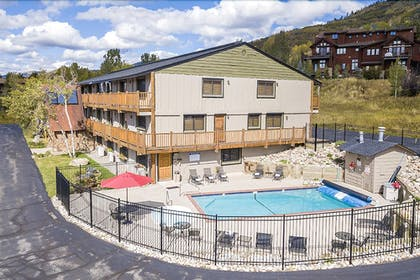 Outdoor Pool | The Inn at Steamboat