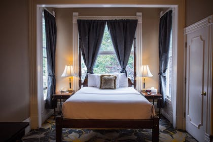 Guestroom | The Sterling Hotel