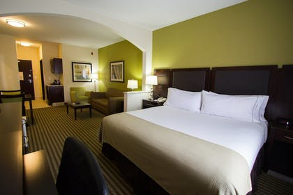 Guestroom | Holiday Inn Express Hotel and Suites Nacogdoches