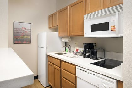 Guestroom | Towneplace Suites Abq Airport