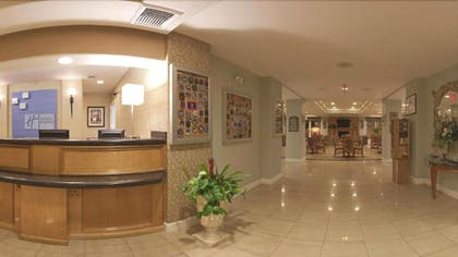 Lobby | Holiday Inn Express Hotel & Suites Vacaville
