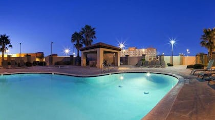 Outdoor Pool | Holiday Inn Express Hotel & Suites Barstow-Outlet Center