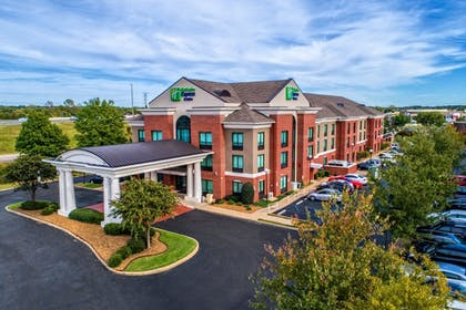 Featured Image | Holiday Inn Express Hotel & Suites Memphis Southwind