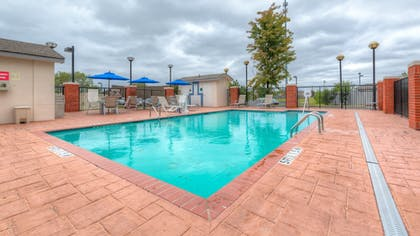 Pool | Holiday Inn Express Hotel & Suites Memphis Southwind