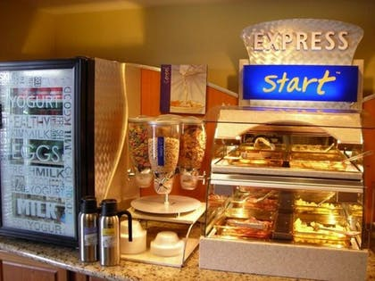 Restaurant | Holiday Inn Express Hotel & Suites Memphis Southwind