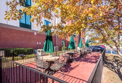 Terrace/Patio | Holiday Inn Express Hotel & Suites Memphis Southwind