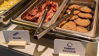 Breakfast buffet | Holiday Inn Express Hotel & Suites Birmingham-Irondale(East)