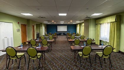 | Holiday Inn Express Hotel & Suites Birmingham-Irondale(East)