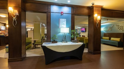 Lobby | Holiday Inn Express Hotel & Suites Birmingham-Irondale(East)