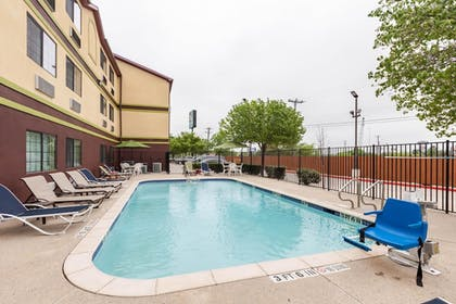 Pool | Quality Inn near SeaWorld - Lackland