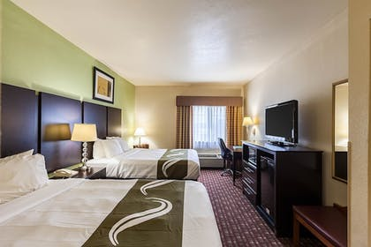 Guestroom | Quality Inn near SeaWorld - Lackland