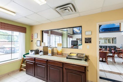 Breakfast Area | Quality Inn near SeaWorld - Lackland