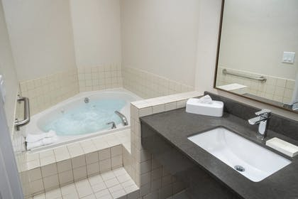 Jetted Tub | Fairfield Inn & Suites by Marriott Bend Downtown