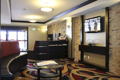 Lobby Sitting Area | Holiday Inn Express & Suites Grand Junction