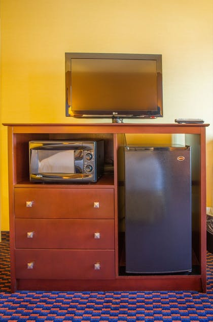 Living Area | Holiday Inn Express & Suites Richland