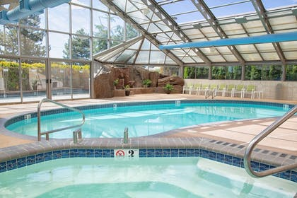 Pool | Holiday Inn Express & Suites Richland