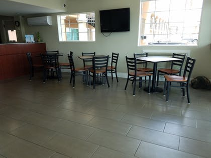 Breakfast Area | Days Inn by Wyndham El Centro
