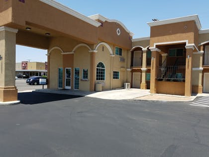 Hotel Entrance | Days Inn by Wyndham El Centro